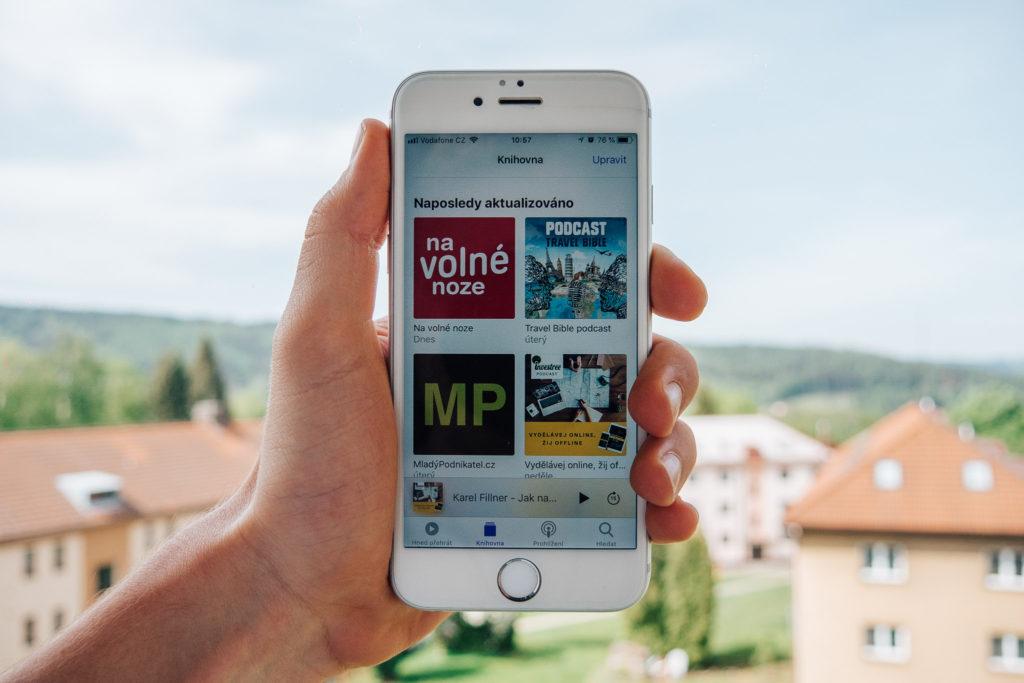 vzdělávat se pomocí podcastů